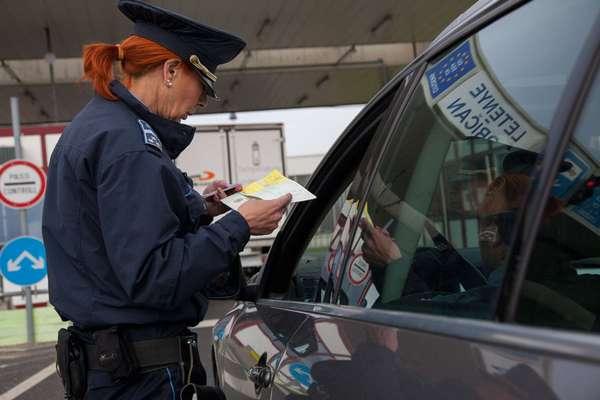 Проверка авто полицией заграницей