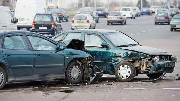 Как избежать лобового столкновения на автомобиле