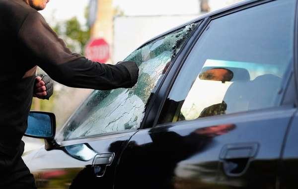 Разбить стекло авто
