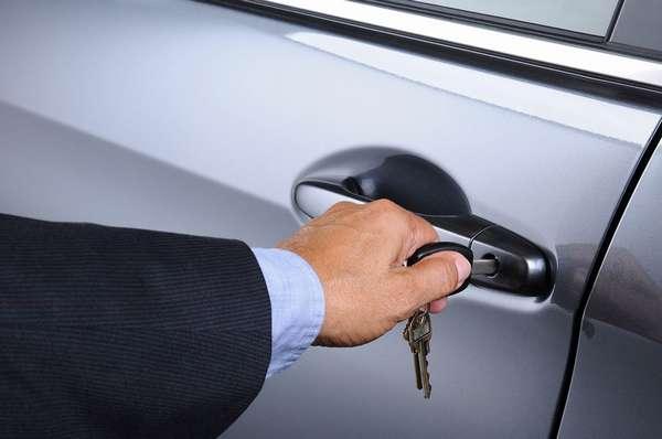 Открытие автомобиля с помощью ключа