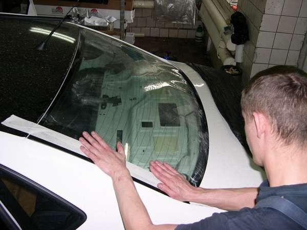 Как клеить тонировку на автомобиль