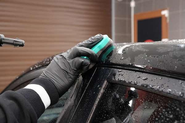 Очистка кузова автомобиля бензином