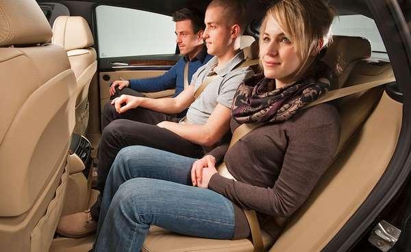 Пассажиры на задних сиденьях