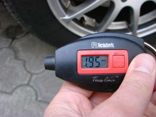 Электронный манометр для шин авто