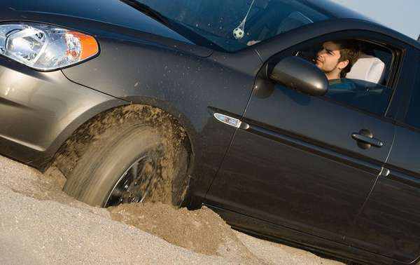 Пробуксовка автомобиля в песке