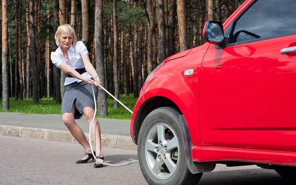 Буксировка автомобиля до АЗС