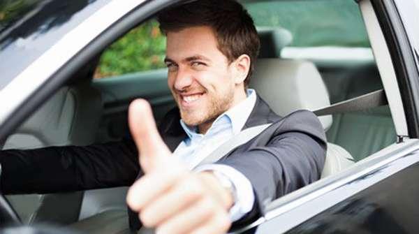 Довольный покупатель нового авто