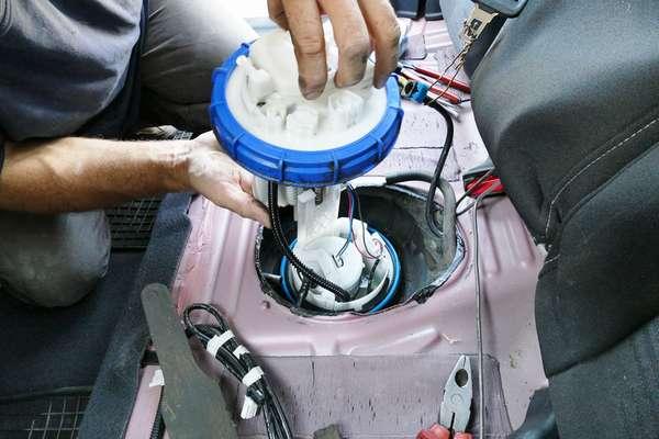 Смена топливного фильтра в машине
