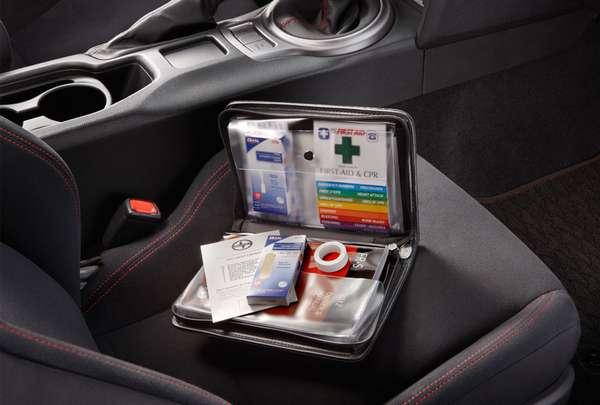 Автомобильная аптечка в машине