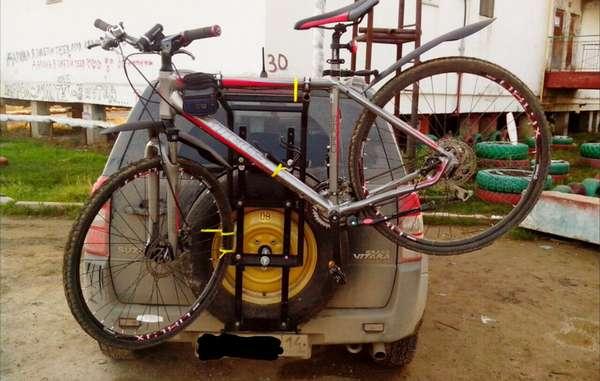 Закрепление велосипеда на запаску
