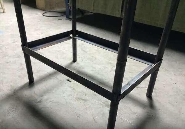 Чтобы придать конструкции максимальную прочность нужно сделать дополнительный пояс жёсткости