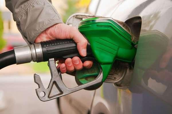 Доливка в бак бензина