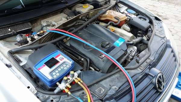 Заправка кондиционера в машине
