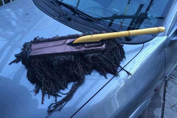 Помыть авто щеткой