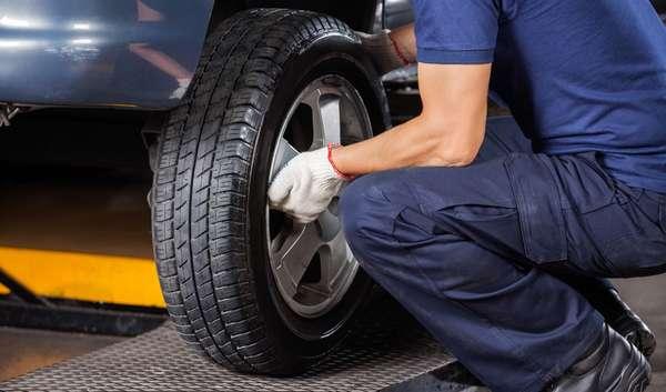 Замена шин на автомобиле