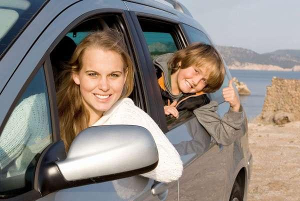 Мама и сын в автомобиле