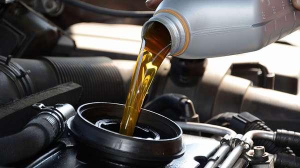 Заливка масла в мотор