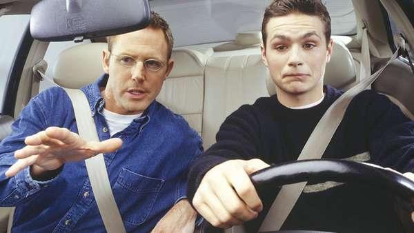 Нервничает водитель
