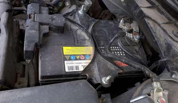 Почему «потеет» аккумулятор на машине, какие причины и что делать