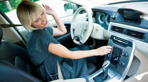 Громкая музыка в автомобиле