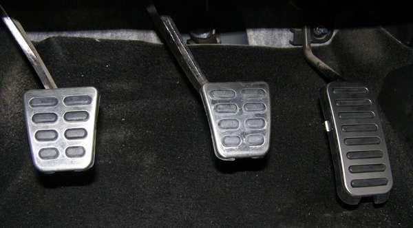 Сцепление, тормоз, газ в автомобиле