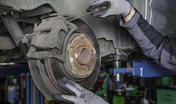 Осмотр автомобильного тормозного диска