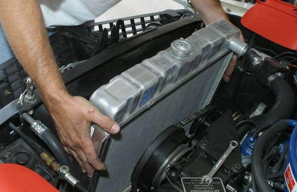 Как избавиться от воздуха в системе охлаждения автомобиля
