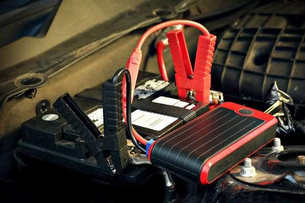 Прикуривание автомобиля с помощью проводов