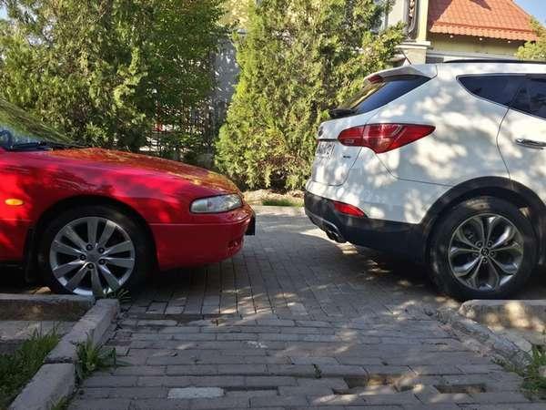 Что делать, если заблокировали машину во дворе