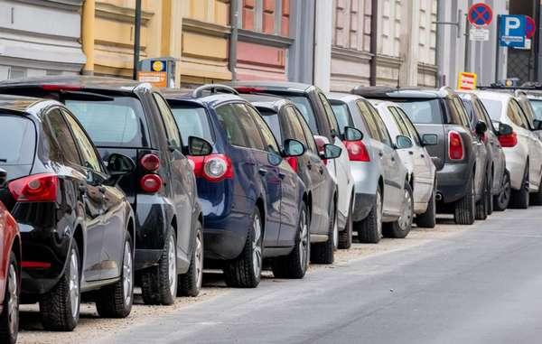 Параллельная парковка в городе