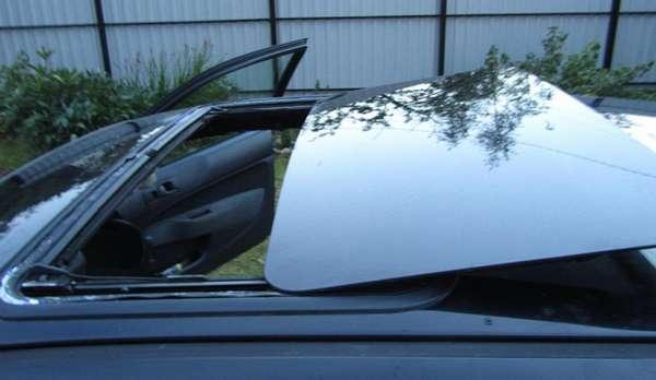 Что делать, если течёт люк в машине