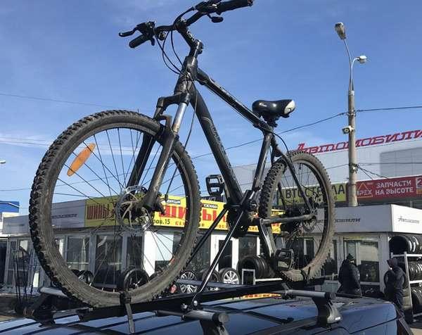 Транспортировка велосипеда на крыше авто