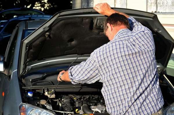 Проверка под капотом авто