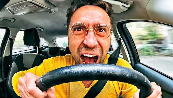 Опасное вождение на дороге