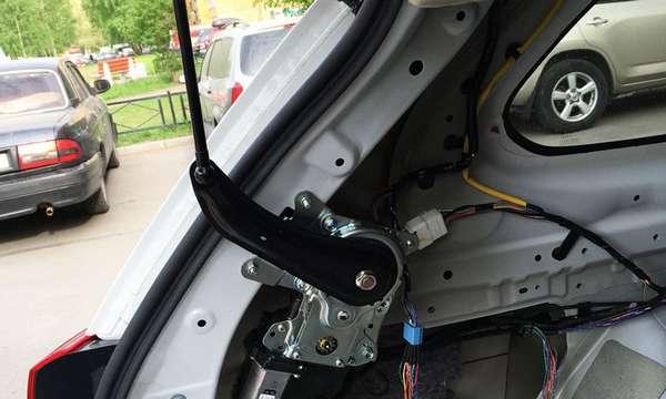 Электрический привод багажника