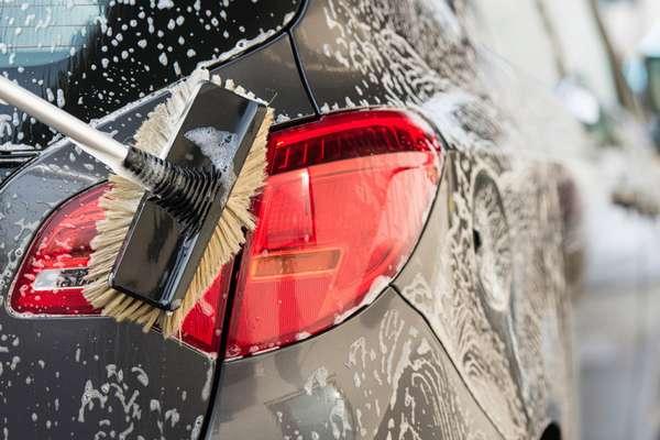 Очистка машины от грязи