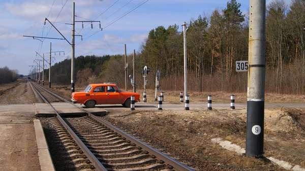 Дорога с железнодорожным переездом