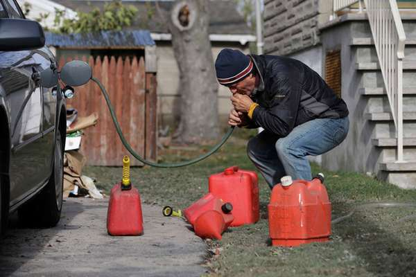 Как слить топливо из бензобака