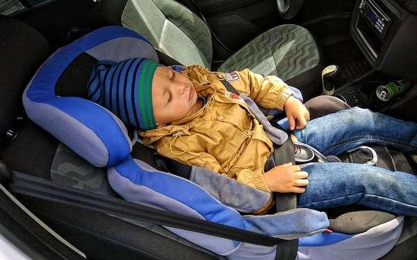 Перевозка ребенка на переднем кресле